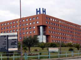 Oncologia dell'ospedale di Agrigento, un laboratorio gratuito di make-up contribuisce ad umanizzare i percorsi di cura