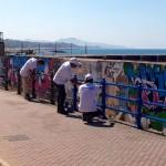 """San Leone, si pitturano le ringhiere: continua l'iniziativa """"diamo colore alla città"""""""