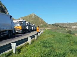 Emergenza rifiuti ad Agrigento: in centro e nelle periferie la raccolta avviene a singhiozzo mentre crescono le file in discarica