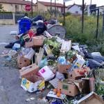 Agrigento, in via Sirio continua l'inciviltà: rifiuti per strada