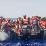 Soccorsi due gommoni con 239 migranti