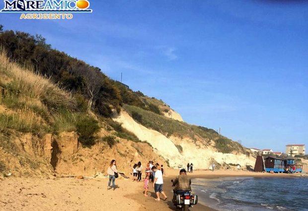 Con la moto sulla spiaggia tra Scala dei Turchi e Punta Grande: sanzionato dirigente regionale
