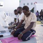 SOS Mediterranee mantiene il presidio al largo della Libia con 107 migranti a bordo