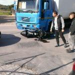 Incidente in viale Emporium: moto finisce sotto un camion