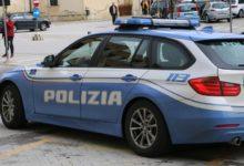 """""""Armato"""" di bastone, aggredisce poliziotti: agrigentino in manette"""