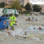 Agrigento, piazza Ugo La Malfa come Aleppo: cumuli di rifiuti dopo il mercato