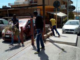 Agrigento, lezione di civiltà da parte di giovani extracomunitari: pulita spontaneamente un'area cittadina
