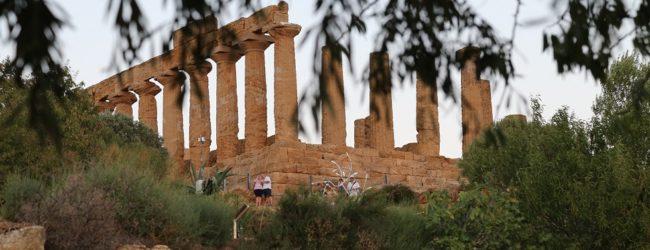 """Agrigento, la Camera dei Deputati conferisce una medaglia per il concorso fotografico"""" La Valle in uno scatto"""""""