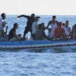Lampedusa, barcone carico di migranti: intercettato dai Carabinieri