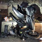 Incidente sulla statale 115, moto finisce contro un muretto: due feriti