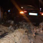 """Agrigento, incidente sulla statale 640: auto sbatte contro la rotonda della """"Strada degli Scrittori"""" – FOTO"""