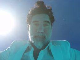 """""""L'estate sta finendo"""" secondo Lello Analfino: ecco la versione 2.0 del leader dei """"Tinturia"""" – VIDEO"""