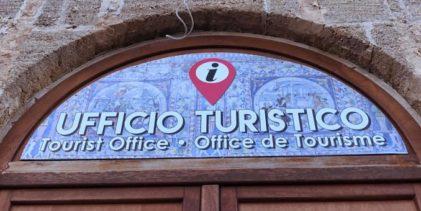 Sciacca, nuova insegna per l'Ufficio Turistico del Comune