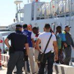 Porto Empedocle, arrivati 150 migranti subsahariani: fra loro anche 18 minori – FOTO