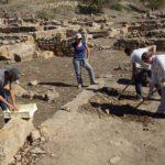 Valle dei Templi: gli scavi restituiscono scheletri, suppellettili e un forno per la calce