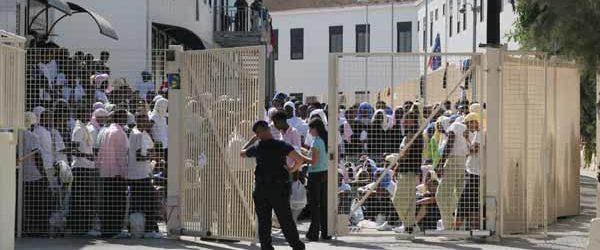 """Centro d'accoglienza di Lampedusa, una """"pentola a pressione"""" pronta ad esplodere"""