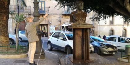 Agrigento, Sindaco Firetto a lavoro per la pulizia della statua di Pirandello