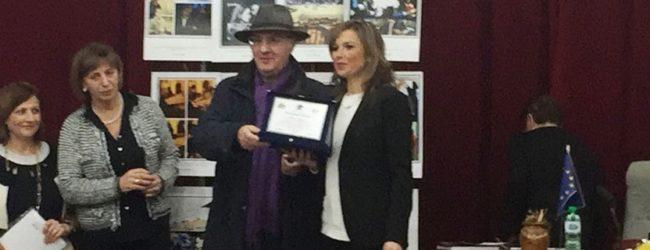 """Ravanusa, la professoressa Marisa Argento prima con la poesia """"Pennelli Diversi"""""""