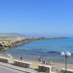 Siculiana: costruite scale per l'accesso diretto in spiaggia, il proprietario demolisce l'abuso