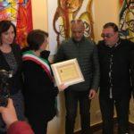 Sciacca, riconoscimento alla memoria al barbiere Vincenzo Scotti: ha donato i propri libri alla Biblioteca comunale