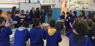 L'Amminsitrazione Comunale di Racalmuto incontra il Baby Sindaco e consegna alla scuola prodotti per la pulizia e di materiale didattico