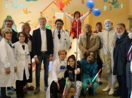 """Agrigento, sorrisi per i piccoli pazienti di Pediatria: i clown del Circo Togni in visita al """"San Giovanni di Dio"""""""