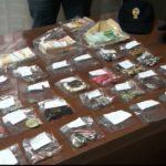"""Gioielli e banconote, un """"tesoro"""" custodito da tre romeni: scattano gli arresti"""