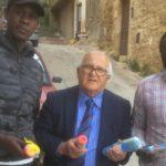 """Agrigento, donati """"sacchetti"""" per la differenziata alla comunità senegalese. Hamel: """"mi hanno promesso che saranno diligenti"""""""