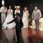 """""""Luna Pazza"""" incanta il """"Pirandello"""": Aronica e Savatteri chiudono la stagione teatrale – FOTO E VIDEO"""