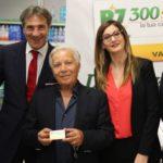 """""""Operazione 300 Social"""", ad Agrigento la catena di supermercati R7 dona una """"card"""" ai pensionati – VIDEO"""