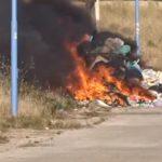 Agrigento, fuoco fra i rifiuti a Zingarello – VIDEO