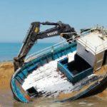 Agrigento, barconi usati dai migranti: si liberano le spiagge