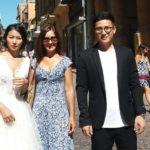 Sposi orientali in via Atenea: giovane coppia di innamorati sceglie Agrigento