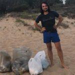Spiaggia di San Leone invasa dai rifiuti: ripulita da un parlamentare agrigentino