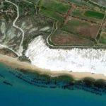"""Raduno di nudisti in spiaggia nell'agrigentino, scoppia il """"caso"""": segnalati atti osceni"""