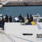 """Vicenda """"Diciotti"""", sbarcano i migranti dalla nave e """"caso risolto"""": Salvini indagato dalla procura di Agrigento"""