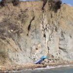 Zingarello, dopo il crollo riecco i bagnanti in spiaggia – VIDEO