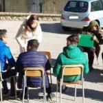 """A Favara la lezione si tiene in cortile """"riscaldati"""" dal sole"""