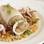 """""""Il pranzo della domenica""""- secondi piatti- Calamari farciti con carciofi su letto di fregola"""