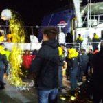 """Migranti della """"Mare Jonio"""" arrivano a Porto Empedocle"""