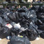 Lotta senza sosta contro gli incivili ad Agrigento: immortalato cittadino intento a gettare rifiuti