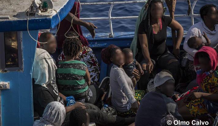 Barcone con 55 migranti soccorso al largo di Lampedusa