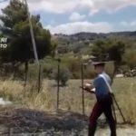 Beccato mentre prova a dare fuoco a sterpaglie: fermato un piromane sulla Ss 115 – VIDEO