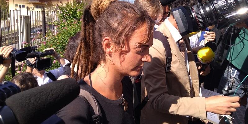 Carola Rackete torna in Germania, attaccata sui social