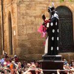 Prima domenica di festeggiamenti: San Calogero accolto dai fedeli sotto un sole cocente – VIDEO