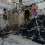 Agrigento, area Palazzo Lo Jacono in stato di abbandono: sterpaglie e rifiuti a fuoco