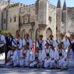 Ad Avignone lo spettacolo di danza delle spade del gruppo folkloristico Tataratà di Casteltermini