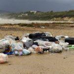 """Agrigento, volontari raccolto rifiuti in spiaggia. Mareamico: """"ad oggi il Comune non ha provveduto al ritiro"""""""