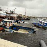 Lampedusa, grave sversamento in mare di carburante dalle barche dei migranti: presentata interrogazione parlamentare