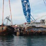 Lampedusa, avviate le operazioni di rimozione dei barconi utilizzati dai migranti